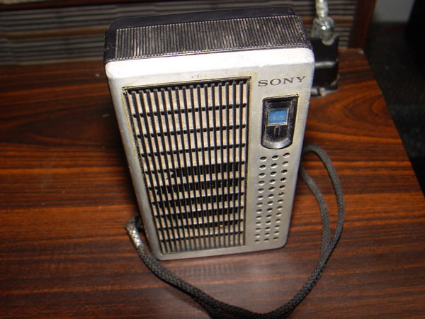 วิทยุโบราณ SONY TR-3500 AM Walkman 1