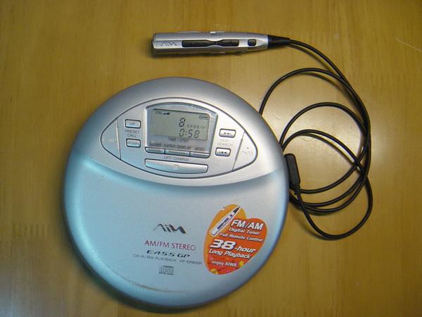 Aiwa Walkman ผลิตให้โดย SONY มีรีโมท เล่น CD/FM/AM