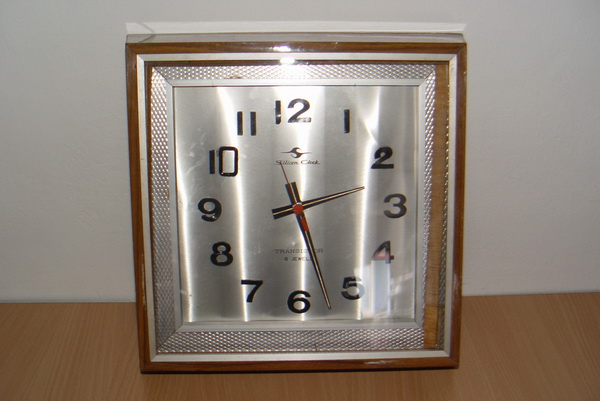นาฬิกาแขวนโบราณ Germany ระบบทรานซิสเตอร์ ใช้งานได้ปกติ