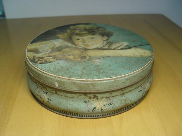 กล่องสังกะสีโบราณ ผลิตจากประเทศอังกฤษ อายุ 65 ปี สภาพสวย