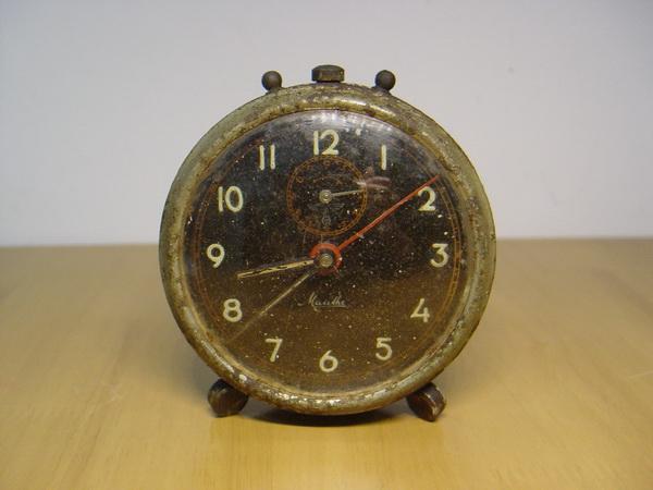 นาฬิกาปลุกโบราณ Mauthe ของเยอรมัน รุ่นเก่ามากๆ แต่ใช้งานได้เดินดี