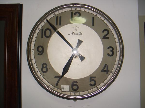 นาฬิกาแขวนผนังระบบไขลาน Mauthe ของเยอรมัน ขนาดใหญ่16 นิ้ว ใช้งานได้ปกติ