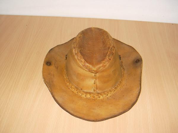 หมวกคาวบอย Cowboy Hat Wild West หนังแท้สีน้ำตาลอ่อน สภาพเก่าตามอายุ แต่ไม่ขาด
