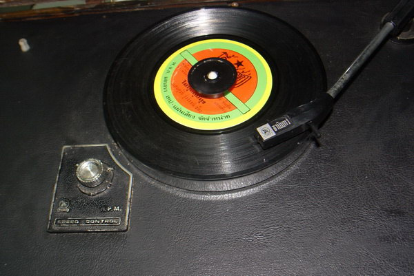Tanin TPR-2200 AM/FM Stereo Phono เครื่องเล่นแผ่นเสียงธานินทร์ ใช้งานได้ปกติทุกฟังชั่น 3