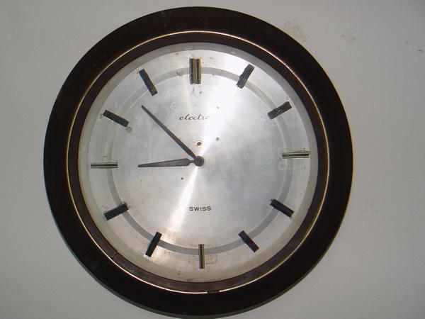 นาฬิกาแขวนโบราณ เยอรมัน ระบบไขลาน 15 วัน ใช้งานได้ปกติ เดินตรง