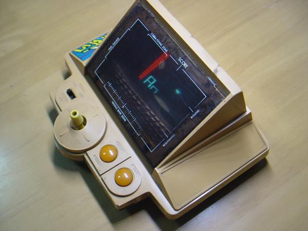 เครื่องเล่นเกมส์โบราณ Gakken Konami Made in JAPAN ใช้งานได้ปกติ 2