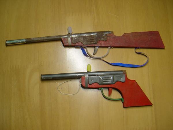 ปืนอัดลมโบราณ 2กระบอก ขายงานวัด ปืนสั้น-ยาว ใช้งานได้ปกติ