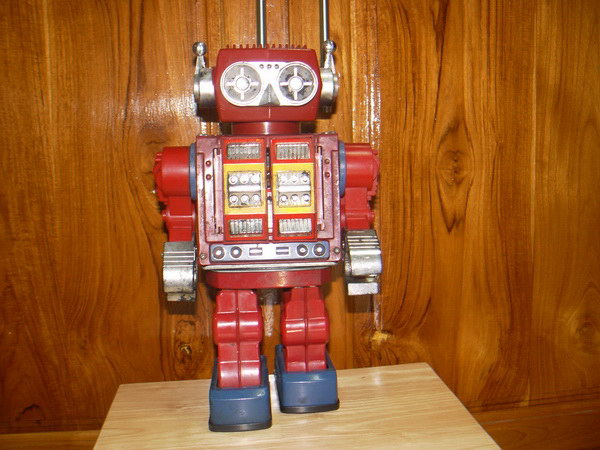 หุ่นยนต์สังกะสีงานเก่าญี่ปุ่น ใช้แบตเตอรี่ เดิน เปิดอก ยิงปืน หมุนตัว ใช้ได้ปกติ