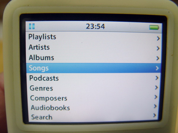 Apple iPod 5th Gen 30GB Classic with video and Photo 2