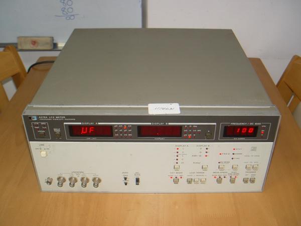 เครื่องมือวัด RLC Hewlett-Packard 4276A หน้าจอดิจิตอล