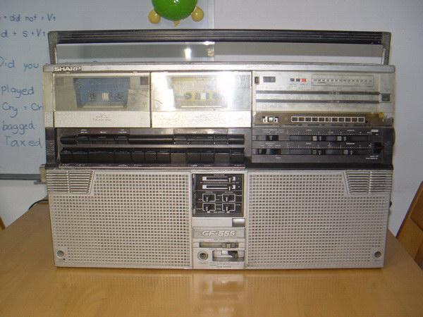 Sharp GF 555 รุ่นใหญ่ ใช้งานได้ปกติทั้งเทปและวิทยุ