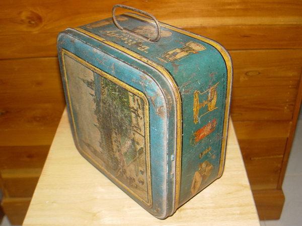 กล่องสังกะสีโบราณ ใส่อุปกรณ์ตะเกียงโบราณ BUTTERFLY
