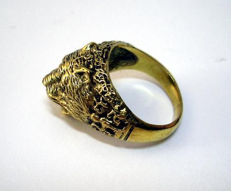 แหวนหัวเสือ สัญลักษณ์แห่งอำนาจและพลังความฮึกเหิม เนื้อทองเหลือง 1