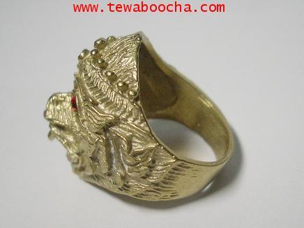 แหวนเศียรหนุมาน ฝังพลอยแดง เนื้อทองเหลือง สูง 1.8 ซม. 1