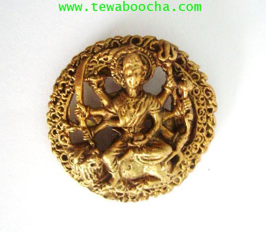 เหรียญพระแม่อุมาเทวีปางทุรคา 8กร ทรงเสือ ทรงอาวุธ:เนื้อทองเหลือง ขนาดกว้าง 3.3 ซม. ยาว 3.3 ซม.