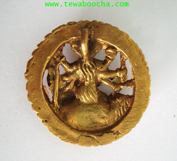 เหรียญพระแม่อุมาเทวีปางทุรคา 8กร ทรงเสือ ทรงอาวุธ:เนื้อทองเหลือง ขนาดกว้าง 3.3 ซม. ยาว 3.3 ซม. 1