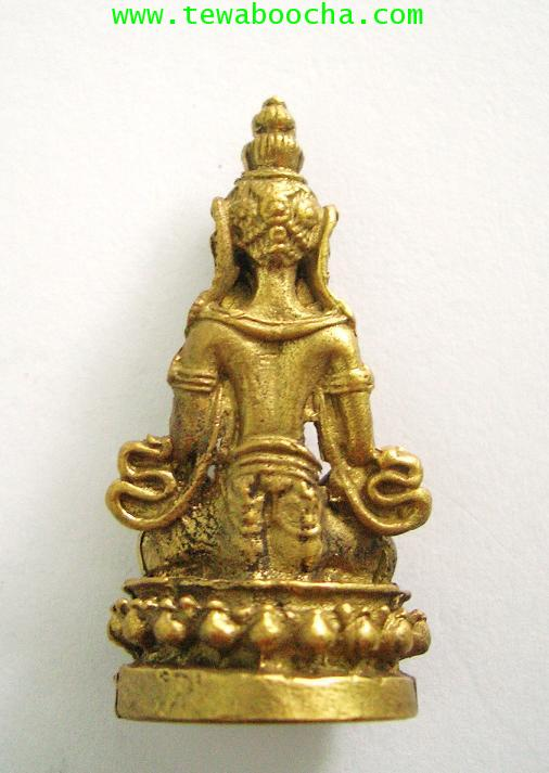 พระอารยอวโลกิเตศวร หรือ พระปาริสุทธิการุณย์โพธิสัตว์ เนื้อทองเหลือง สูง 3.5 ซม. ฐาน 1.5 ซม. 1