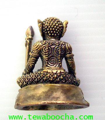 พระพิราพบรมครูแห่งศิลป์ทั้งปวง ถือหอก เนื้อทองเหลือง สูง 3.5 ซม. ฐาน 2.5 ซม. 1