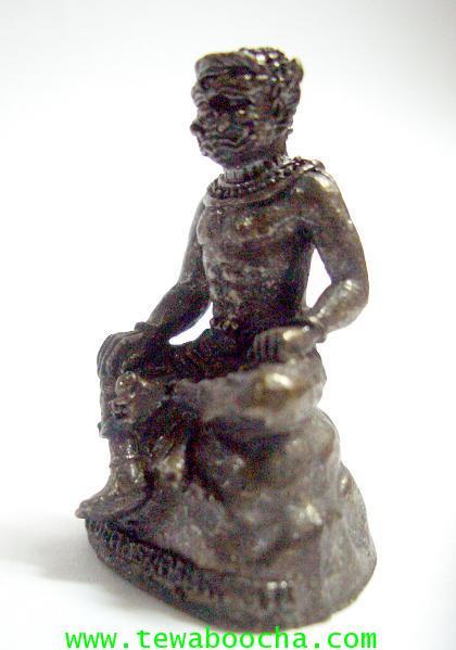 พระพิราพบรมครูแห่งศิลป์ทั้งปวง เนื้อทองเหลืองรมดำ สูง 3 ซม. ฐาน 2 ซม. 3