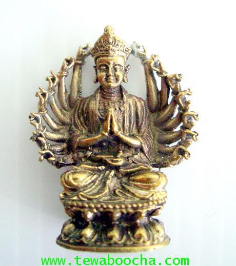 พระอมิตาพุทธเจ้าปาง 16 กร พนมมือแสดงปาฏิหาริย์ สมหวังทุกประการ เนื้อทองเหลือง ขนาดฐาน2ซมxสูง2.5ซม.