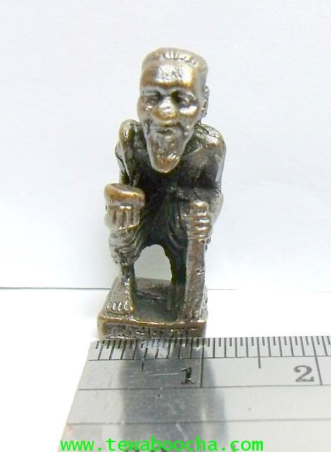 แบบ12:ชูชกมหาลาภเดินทาง ถือไม้เท้า ถือขัน สะพายย่าม:เอทองเหลืองรมดำ(สีนวโลหะ)ฐาน1 ซม. สูง 2.5 ซม. 4