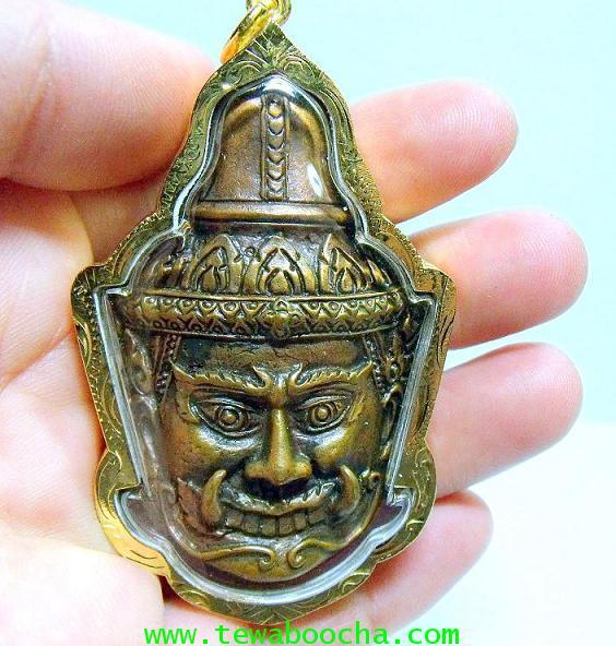 หน้ากากพระเวสสุวรรณ เทพเจ้าแห่งขุมทรัพย์ ความร่ำรวย มั่งคั่ง:กรอบทองไมครอน ขนาดสูง 7 ซม. กว้าง 4 ซม. 4