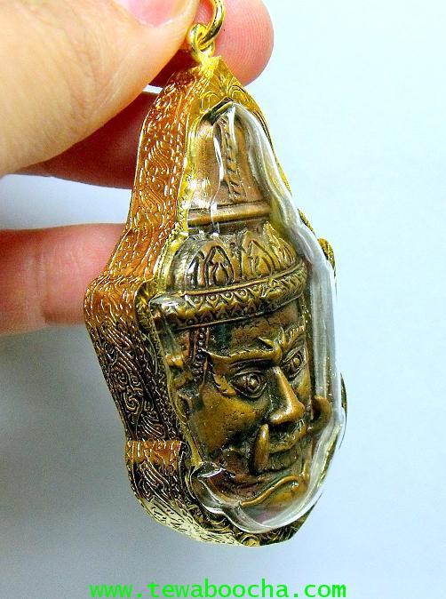 หน้ากากพระเวสสุวรรณ เทพเจ้าแห่งขุมทรัพย์ ความร่ำรวย มั่งคั่ง:กรอบทองไมครอน ขนาดสูง 7 ซม. กว้าง 4 ซม. 5