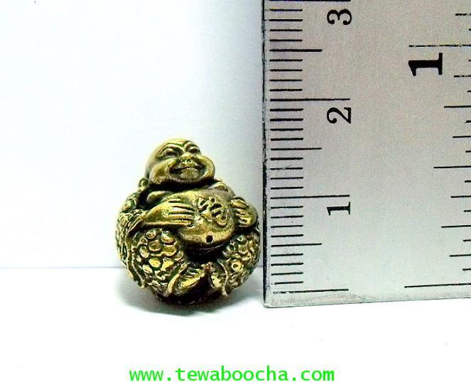 พระสังขจายณ์อุ้มอักษรมงคล (เหมาะกรอบห้อยคอ) :ขนาดลูกอม เนื้อทองเหลือง   1.7 ซม.x 1.7 ซม. 4