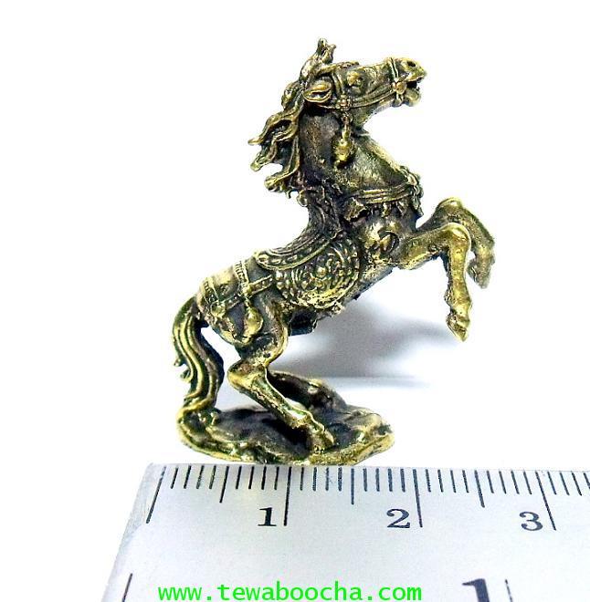 ม้าโผนเนื้อทองเหลือง บูชาเพื่อส่งเสริมความมีชื่อเสียง:เนื้อทองเหลืองสูง 3.5ซม.กว้าง 3 ซม. 4