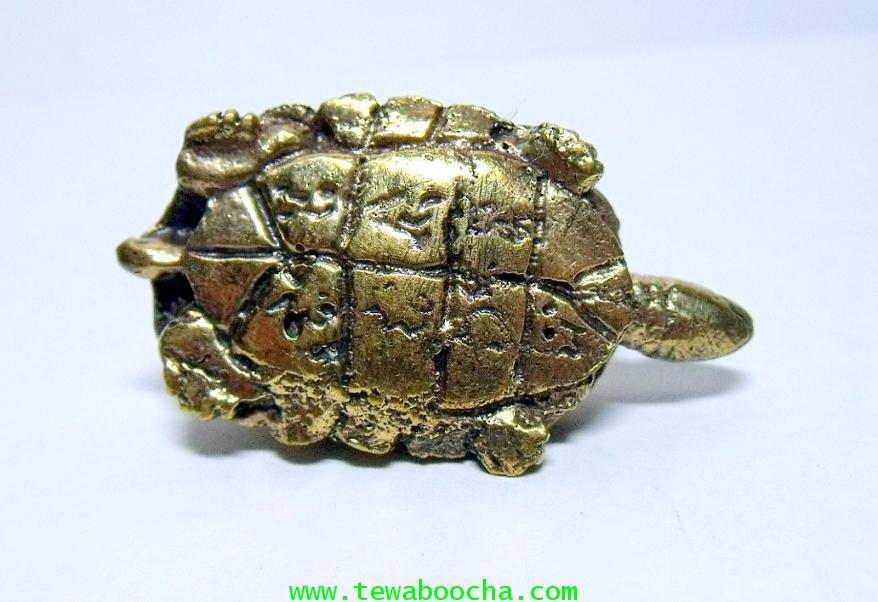 พญาเต่าเรือนมงคล ช่วยให้พ้นเคราะห์ให้เงินทองมาง่ายมีกินไม่มีอด :เนื้อทองเหลืองสูง1ซม.ตัวยาว2.5ซม. 4