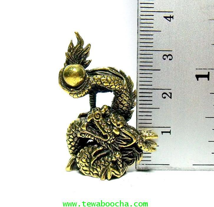 มังกรล่อแก้ว สัญลักษณ์แห่งโชคลาภและการมีอำนาจ:เนื้อทองเหลือง สูง 3.5 ซม.ฐาน 2.5 ซม. 4