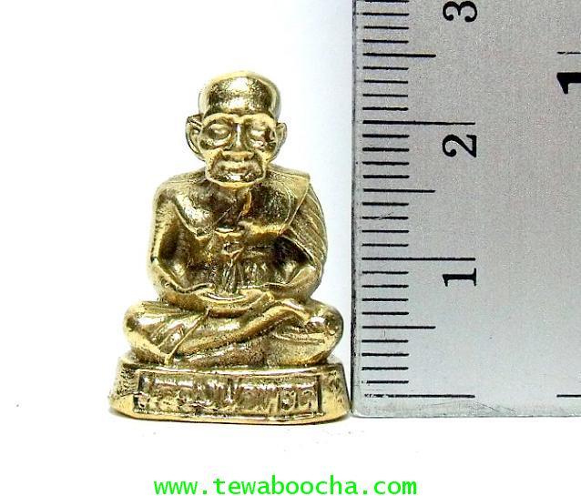 หลวงปู่ทวดนั่งสมาธิบนอาสนะ พิมพ์ของวัดช้างไห้พระนิรันตราย:เนื้อทองเหลือง สูง 2.5ซม.ฐาน 1.5ซม. 4