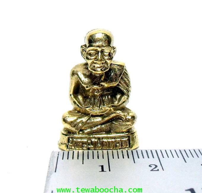 หลวงปู่ทวดนั่งสมาธิบนอาสนะ พิมพ์ของวัดช้างไห้พระนิรันตราย:เนื้อทองเหลือง สูง 2.5ซม.ฐาน 1.5ซม. 5