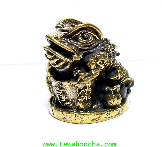 เซียมชู้ คางคกสามขาเกาะก้อนทองนั่งคู่ถุงสมบัติ :เนื้อทองเหลือง สูง2ซม.ฐาน1.5ซม.เหมาะพกติด