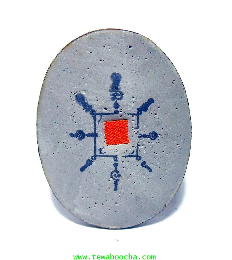 พ่อท่านคล้าย วาจาสิทธิ์ เทวดาเมืองคอน:ล๊อกเกตเปลือกไข่หลังอุดผงธูปปั๊มยันต์ติดจร สีซีเปียขนาด3x2ซม. 1