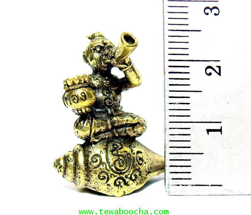 กุมารทองนั่งสังข์เป่าแตรถือถุงเงินทองร้องป่าวให้ชื่อเสียงโด่งดังมีเงินทอง:เนื้อทองเหลืองสูง2.5x2.5ซม 5