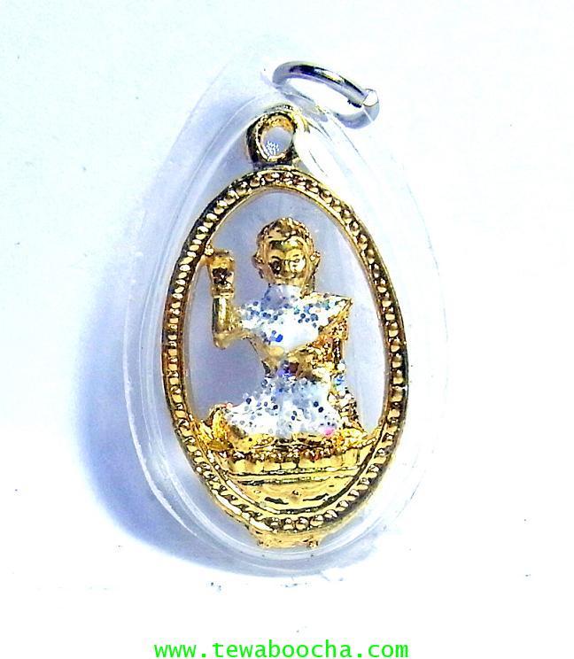 จี้แม่นางกวักเรียกโชคลาภค้าขายดีสวมสไบสีขาว เคลือบทองกรอบพลาสติกกันน้ำสูง3.5ซม.กว้าง2ซม.