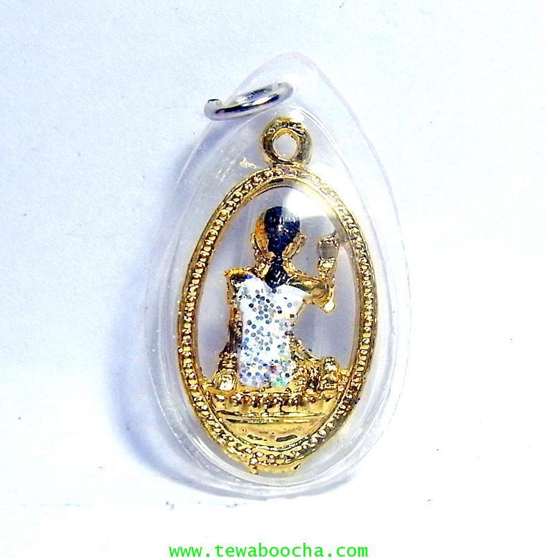 จี้แม่นางกวักเรียกโชคลาภค้าขายดีสวมสไบสีขาว เคลือบทองกรอบพลาสติกกันน้ำสูง3.5ซม.กว้าง2ซม. 1