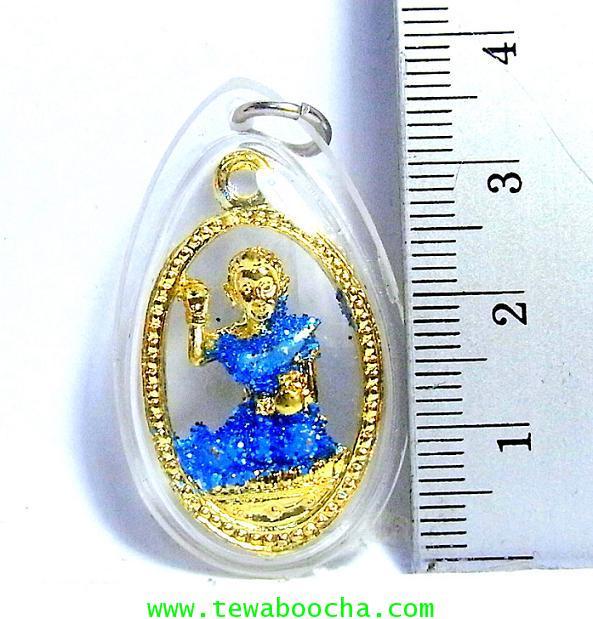 แบบ16:ล๊อกเกตแม่นางกวักเรียกโชคลาภค้าขายดีสวมสไบฟ้าเคลือบทองกรอบพลาสติกกันน้ำสูง3.5ซม.กว้าง2ซม. 2