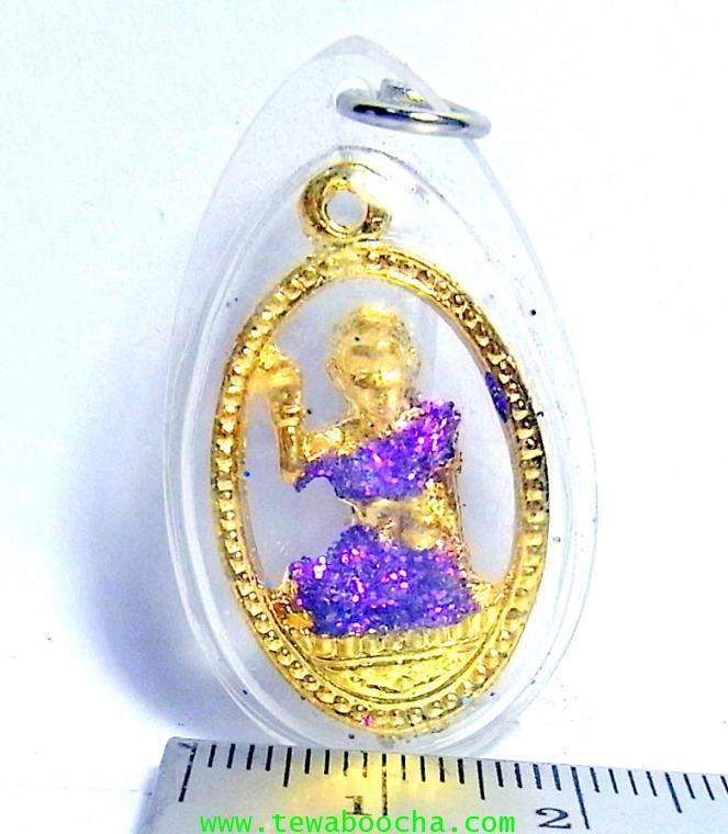 จี้แม่นางกวักเรียกโชคลาภค้าขายดีสวมสไบม่วง เคลือบทองกรอบพลาสติกกันน้ำสูง3.5ซม.กว้าง2ซม. 3