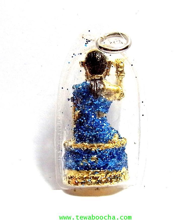 จี้แม่นางกวักเรียกโชคลาภค้าขายดีสวมสไบสีฟ้า องค์กลมกรอบพลาสติกกันน้ำสูง3.5ซม.กว้าง2ซม. 1
