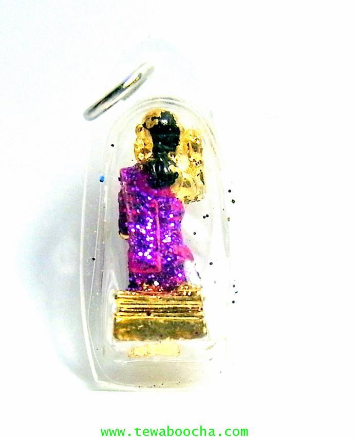 จี้แม่นางกวักเรียกโชคลาภค้าขายดีสวมสไบสีม่วงองค์สี่เหลียมกรอบพลาสติกกันน้ำสูง3.5ซมกว้าง2ซม 1
