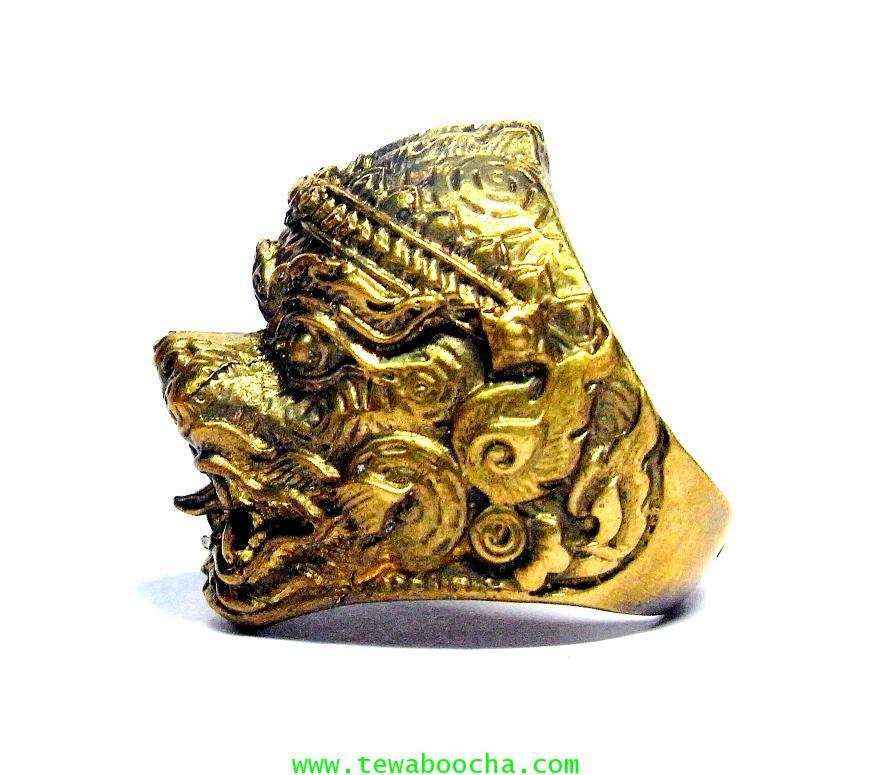 แหวนหนุมานเศียรใหญ่ลายไทยเนื้อทองเหลืองขัดเงา เส้นผ่านศูนย์กลาง 2 ซม.หน้าแหวนสูง2.8ซม. 1