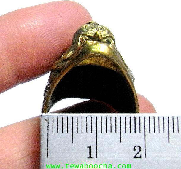 แหวนหนุมานเศียรใหญ่ลายไทยเนื้อทองเหลืองขัดเงา เส้นผ่านศูนย์กลาง 2 ซม.หน้าแหวนสูง2.8ซม. 4