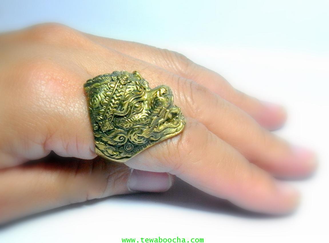 แหวนหนุมานเศียรใหญ่ลายไทยเนื้อทองเหลืองขัดเงา เส้นผ่านศูนย์กลาง 2 ซม.หน้าแหวนสูง2.8ซม. 5