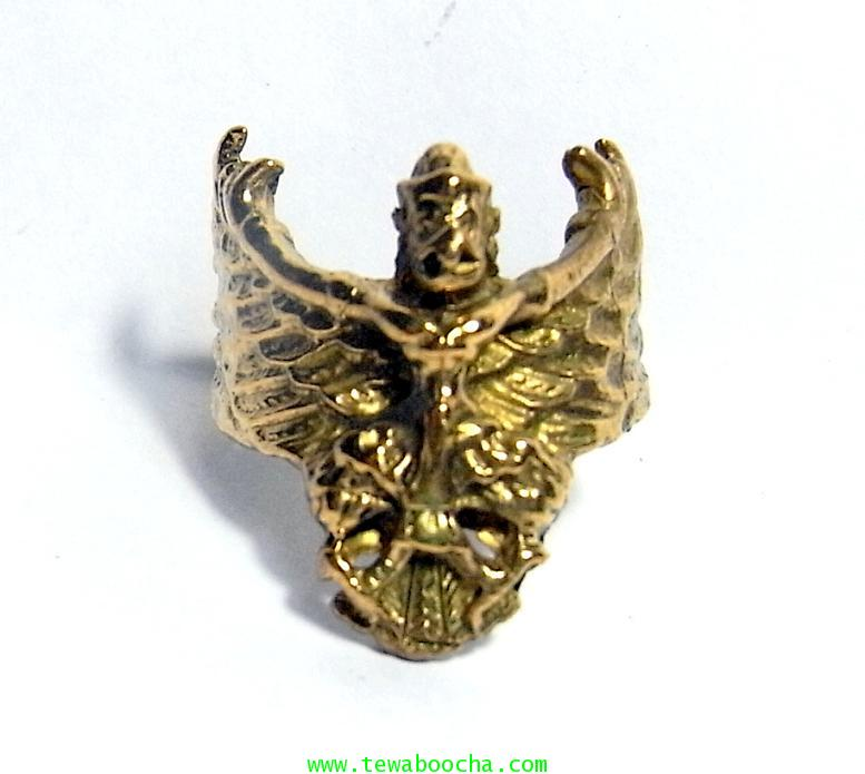แหวนพญาครุฑกางปีกโค้ง ครอบนิ้ว เสริมดวงชนะศึกไล่อัปมงคล เสริมบารมี ปกครองบริวารดี มีคนนับถือยำเกรง