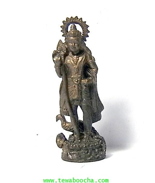 พระกฤษณะเทพเจ้าศิลปะความรักบันเทิงและนักปกครองยืนพร้อมนกยูงบริวาร:เนื้อทองเหลืองรมดำสูง4ซมฐาน1ซม.