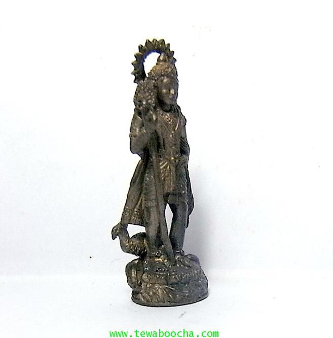 พระกฤษณะเทพเจ้าศิลปะความรักบันเทิงและนักปกครองยืนพร้อมนกยูงบริวาร:เนื้อทองเหลืองรมดำสูง4ซมฐาน1ซม. 3