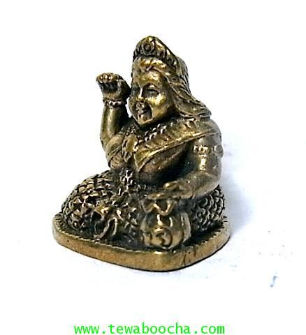 แม่นางกวักแม่รวยอุดมสมบูรณ์มั่งมีเงินทองถือถึงเงินทองกวักมือขวาเนื้อทองเหลืองสูง2ซมฐาน1.5ซม. 1