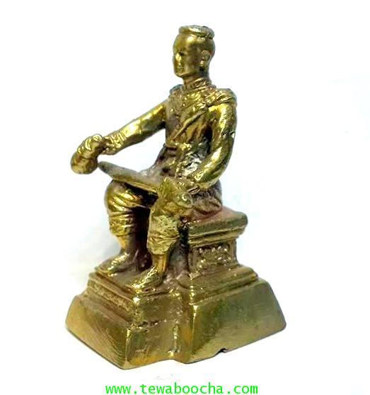 องค์บูชาพระนเรศวรมหาราชนั่งบัลลังก์หลั่งทักษิโณทกประกาศอิสระภาพเนื้อทองเหลืองสูง5.5ซม.ฐาน3ซม. 1
